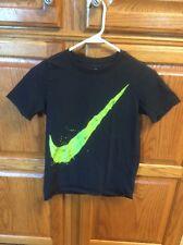 NIKE BOYS Black T-SHIRT SZ YM YOUTH M Medium Green Swoosh - Athletic Cut