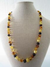 collana di piccole ambre del baltico irregolari in diverse tonalità di colore