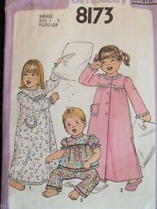 VTG 77 SIMPLICITY 8173 Tdlr Girls Robe Nightgown & Pajamas PATTERN 1/2-1