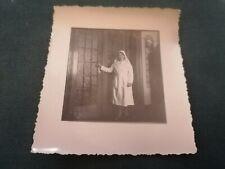 ancienne photo - infirmiére en pose