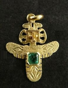 18k Gold Pre-Columbian Style Bird Figure Pin w/ Colombian Emerald. 23.3 x 18.2mm