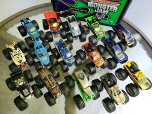 Hot Wheels Monster Jam 1:64 Truck Lot w/ Grave Digger Carrying Case Mid 2000's
