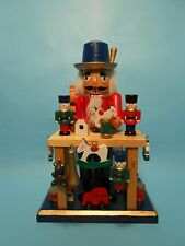 Nussknacker Nutcracker Spielzeughersteller 24 cm groß aus Holz Tradition neu