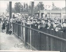 1937 People Look For Mudslide Riverside Dr Elysian Park Los Angeles Press Photo