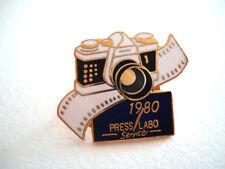PINS APPAREIL PHOTO 1980 PRESS LABO SERVICE