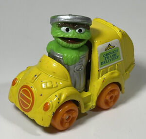 """VINTAGE 1982 Sesame Street Oscar The Grouch """"Grouch Trash Delivery"""" HONG KONG"""