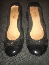 LADIES SIZE 5 ALDO SMALL WEDGE SHOES. USED