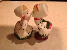 VINTAGE RETRO DUTCH BOY AND GIRL KISSING SALT AND PEPPER SHAKERS - NICE