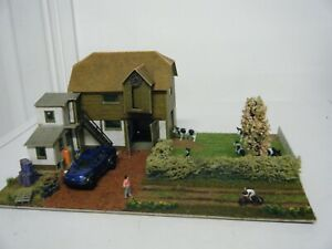 Model Railway Diorama of Superquick Cow Farm  00 Gauge