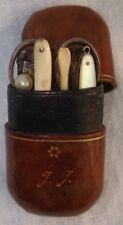 XIX ème Leather Box Nécéssaire de voyage cuir Toilette Moustache