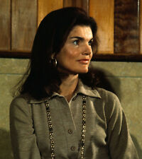Jacqueline Kennedy Onassis UNSIGNED photo - D456 - GORGEOUS!!!!!