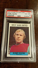 1971 A&BC TOPPS FOOTBALLERS PURPLE BACK BOBBY MOORE WEST HAM UNITED # 18 PSA 8