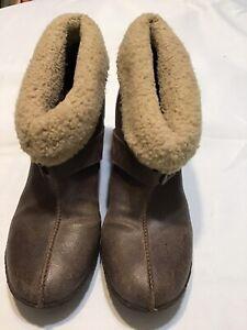 Women's Timberland Earthkeepers Short Leather Slip On Boot Wedge Heel size 9