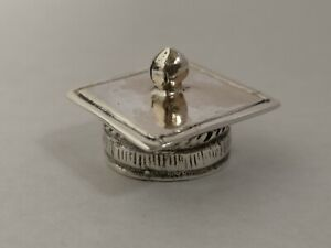 VINTAGE ITALIAN 800 SILVER HALLMARKED MINIATURE DETAILED GRADUATION CAP