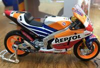 MAISTO 31595 HONDA RCV213 model MotoGP bike Marc Marquez 2018 World Champ 1:18th
