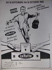 PUBLICITÉ DE PRESSE 1966 LE SAC DE SPORT S'ACHÈTE A LA HUTTE - ADVERTISING