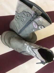 Stride rite toddler boots, in perfect condition ,worn two time