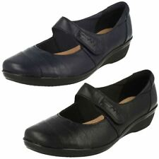 Clarks Patternless 100% Leather Casual Flats for Women