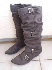 Stiefel von Ariane Gr. 42 in grau samt, Spitz mit Deko Schnallen