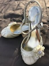 Kenneth Cole Reaction Ivory Dress Shoes From The Prop Youth Girls Size 3 1/2