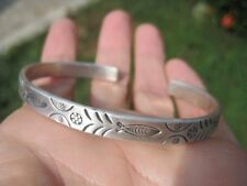 999 to 970 fine silver hill tribe fish and flower bangle bracelet Thailand A98