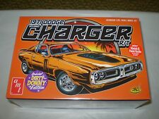 AMT 1971 DODGE CHARGER R/T DIRTY DONNY EDITION 1/25 SCALE MODEL KIT AMT945/12