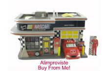 Snow Village Dept 56 NASCAR LICENSED GARAGE! 55617 NeW! MINT! FabULoUs! VROOM!
