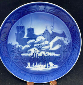 1997 Royal Copenhagen Christmas Plate No Box Roskilde Cathedral Tree Kids Danish