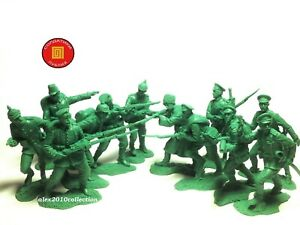 PUBLIUS WWI RUSSIAN INF. vs. GERMAN INF. 12 rubber plastic soldiers 1:32 60mm