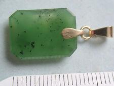 Kettenanhänger Gold 333 mit grüner Jade Platte, schöner Jade Anhänger Gold 333