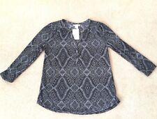 BNWT H&M XS Women's 3/4 Sleeve Lightweight Top in Black & White Geometric Design
