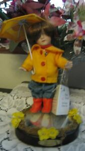 """Marie Osmond """" 4 Seasons Small Wonders"""" Doll and Stand   M-35"""