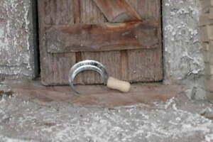 Krippenzubehör - Sichel aus Holz/ Metall -