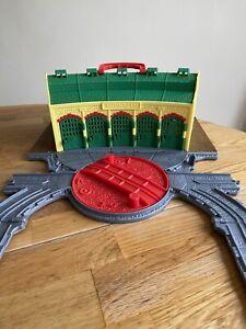 Thomas & Friends Take & Play Trains Shed Tidmouth Play set R9113 tank engine