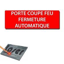 """Plaque gravée autocollante 30x10 """"Porte coupe feu automatique"""" fond rouge"""