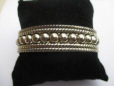 Bijou Vintage bracelet rigide ouvert couleur argent repoussé en relief 3255