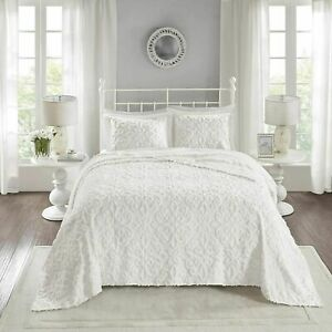 Madison Park Chenille Tufted Bedspread Lightweight Color White Cal King NIP