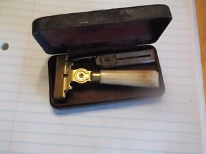 VINTAGE SCHICK INJECTOR RAZOR WITH BLADES --AND CASE