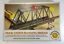 BACHMANN HO SCALE OVER/UNDER BLINKING BRIDGE