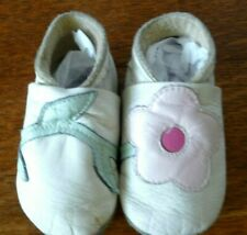 Vgt Bobux Baby Shoes White with flower Soft Sole Soft New Zealand Leather