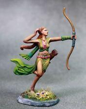DARK SWORD MINIATURES - DSM7627 Female Ranger w/Bow