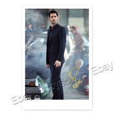 Tom Ellis alias Lucifer (TV Serie)  - Autogrammfotokarte laminiert [M1]