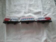 Train ancien en tôle  remontoir  à  clé trois  wagons