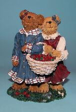 "Boyds Bears #2277942 ""Lauren & Jan.Strawberry Friends"" figurine Nib 2004"