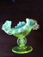 VINTAGE FENTON GREEN OPALESCENT VASELINE GLASS TRUMPET VASE GLOWS
