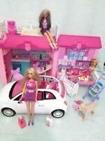 Lote de casa de muñeca Barbie con coche,muñecas y complementos.