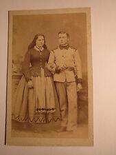 stehendes Paar Frau & Soldat ? Beamter ? Uniform Tracht? Österreich Ungarn ? CDV