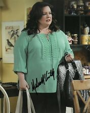 MELISSA MCCARTHY SIGNED 8x10 PHOTO PROOF COA MIKE AND MOLLY