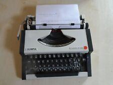 Schreibmaschine Reiseschreibmaschine  Olympia Traveller de Luxe im Koffer