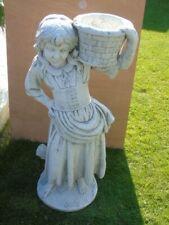 statue d une fille porte jardinière en pierre pat , superbe !